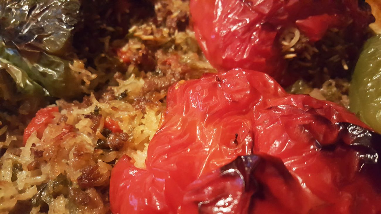 Stuffed peppers speca te mbushur my albanian food for Albanian cuisine