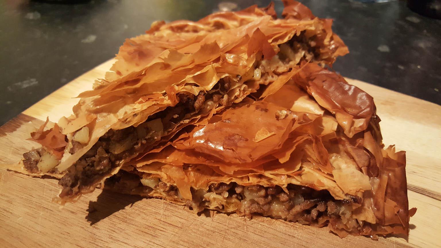 Meat pie albanian byrek me mish pite me mish for Albanian cuisine